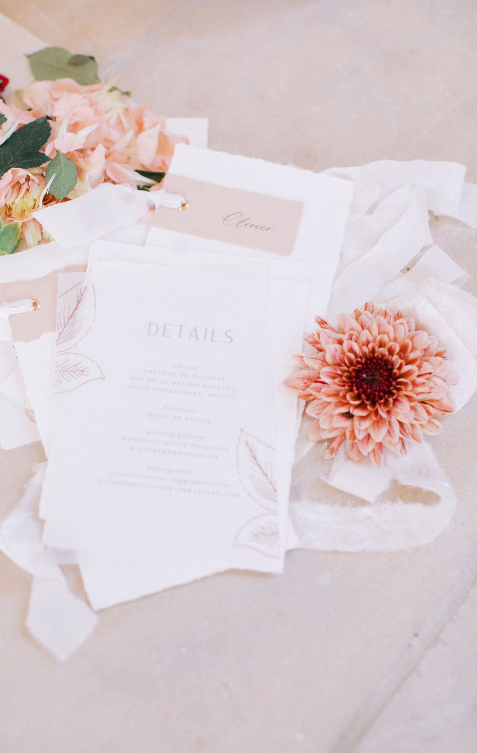 menu cards with guest names chateau de villette